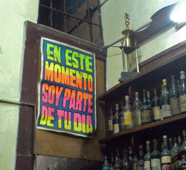 """Barranco son dos pasos: Bodega """"Juanito"""" para los sanduches y """"Trapiche"""" para el """"Arde Papi""""."""