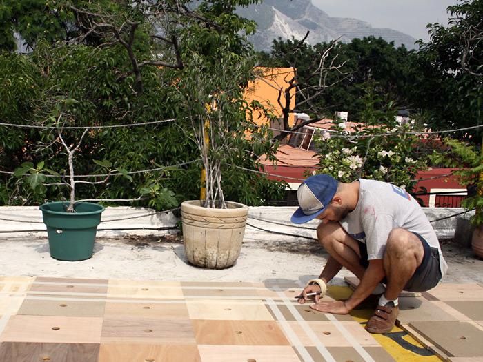 Al dia siguiente, empeze a pintar las piezas en la terraza de Maf.