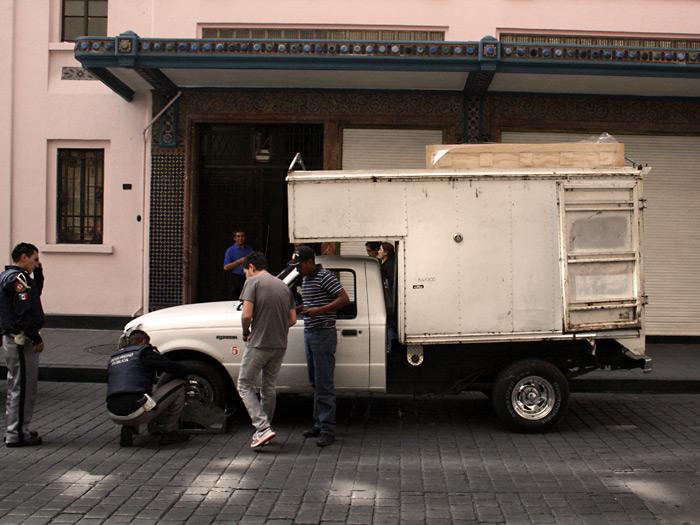 Volamos hasta México y al día siguiente el Autotono llegó, aparcó delante del hotel y fue multado en 10 segundos!!!