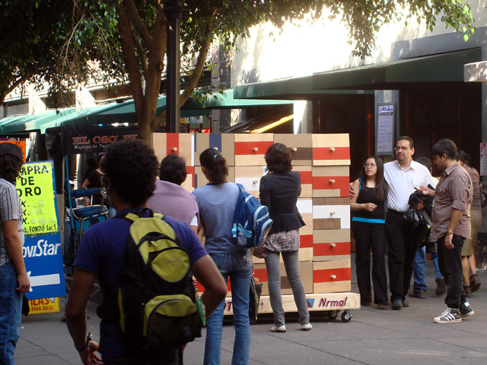 On Saturday we set the Autotono in Motolinia Street, a busy pedestrian street in the historic center of Mexico City.