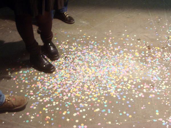 Y claro, una vez más, ¡confettis por todos los lados!