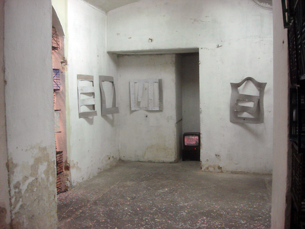 In two of the rooms in the basement of the gallery I shown a video of the street actions, the pictures of the pieces and the 5 cardboard stencils I used.