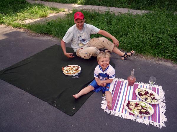 Maciek nos preparo la pizza y Joanna el postre